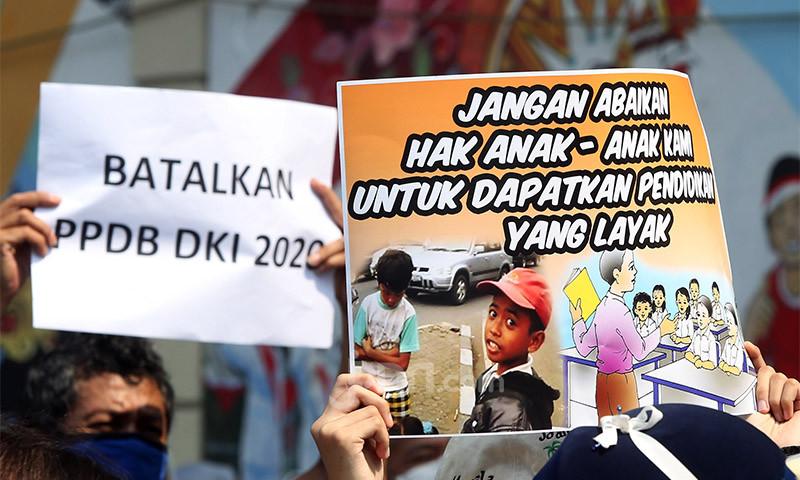 DPR Minta Pemprov DKI Batalkan Juknis PPDB dan Seleksi Ulang