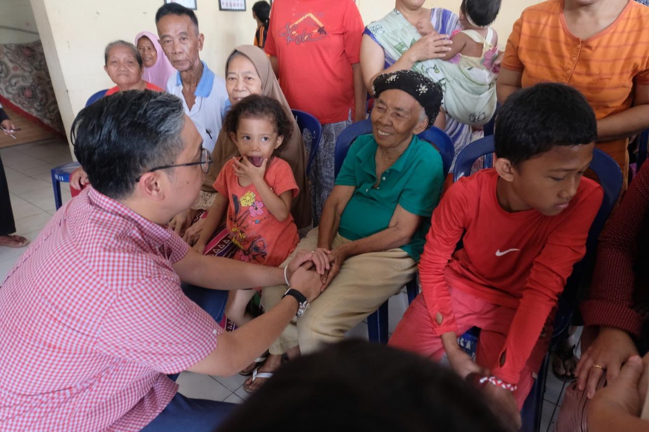 Mengunjungi Warga Terdampak Banjir di Kecamatan Makasar