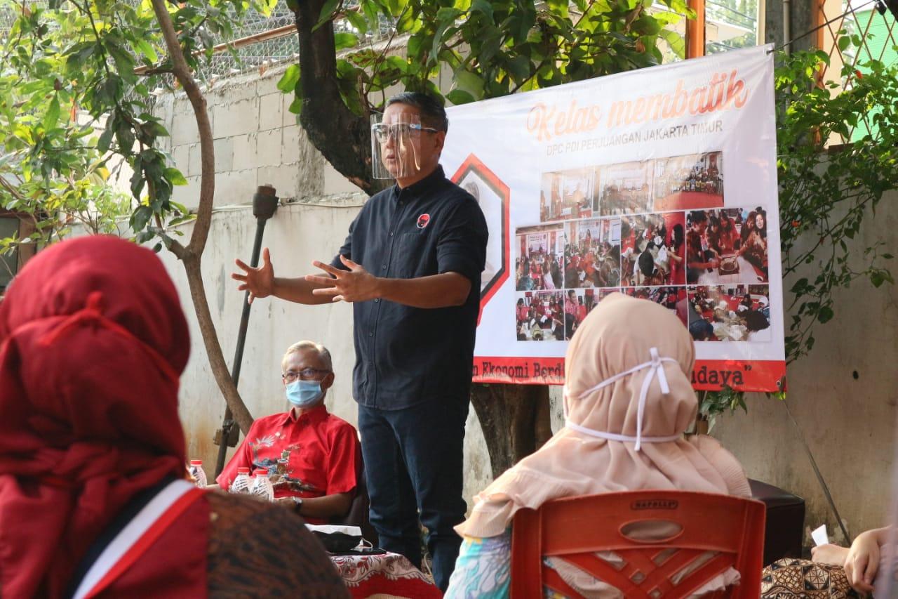 Penyerahan BaLaSa untuk Pelaku Usaha Ekraf di Jaktim