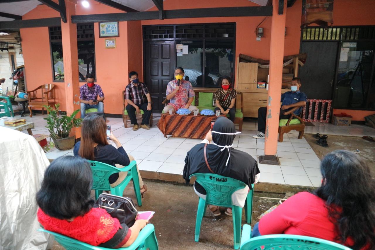 Simbolisasi Penyerahan PIP untuk Warga Kelurahan Cipayung