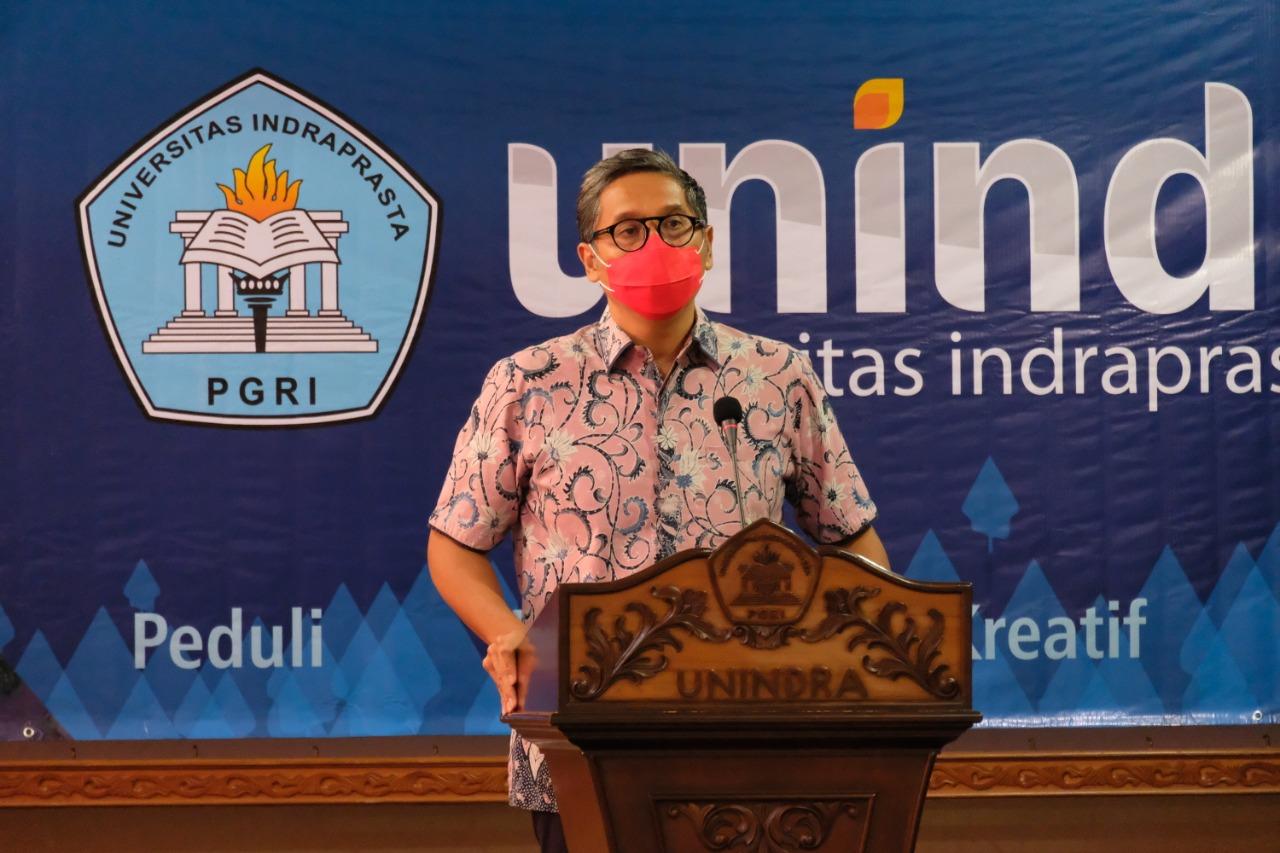 Simbolis Penyerahan Beasiswa KIPK dan UKT di UNINDRA