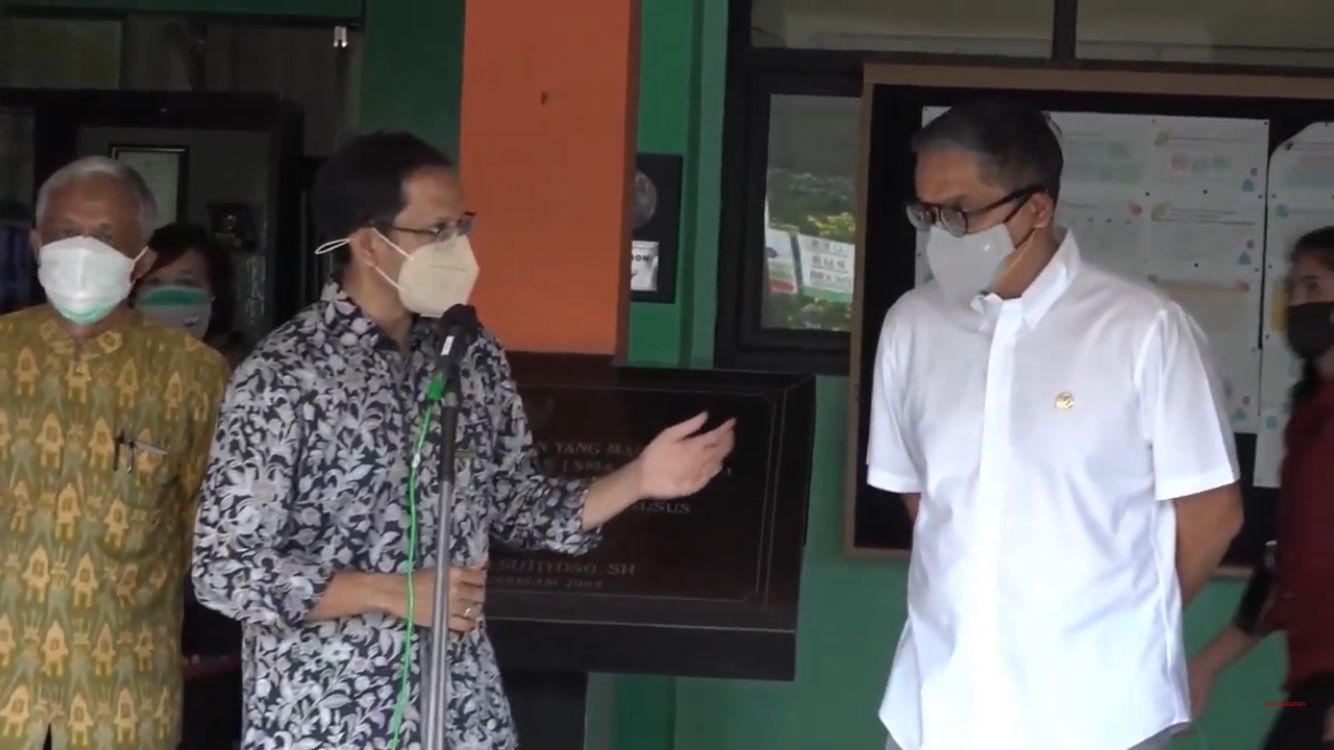 Mendikbudristek Nadiem & Putra Blusukan Bareng di Sekolah Jaktim